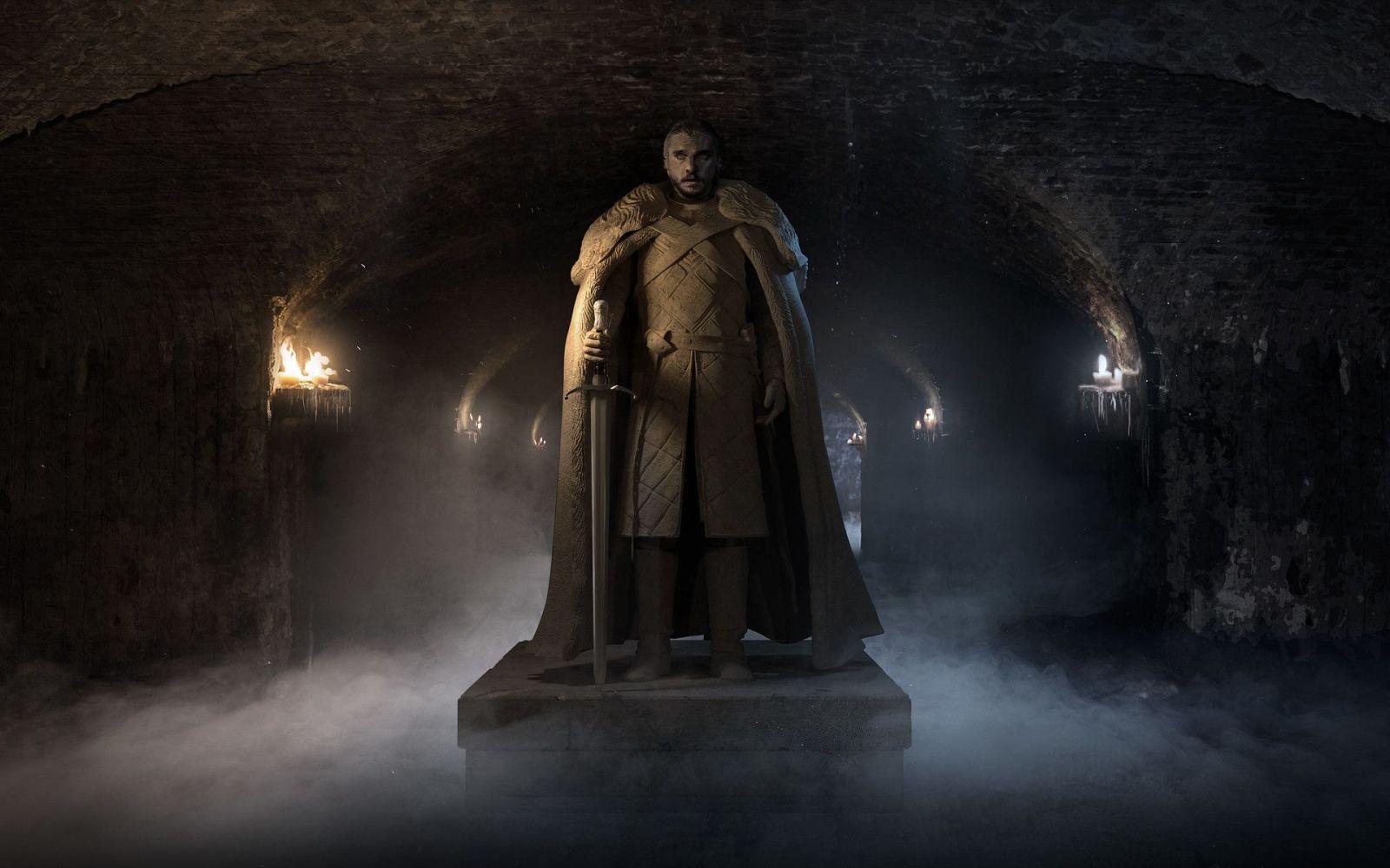 Kit Harington vlastní v domácnosti sochu Jona Snowa. Ako ju plánuje využiť?