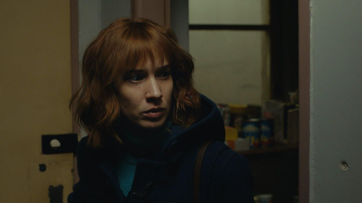 Huslistka Táňa Pauhófová v špionážnom seriáli od HBO prichádza do Československa v období Nežnej revolúcie