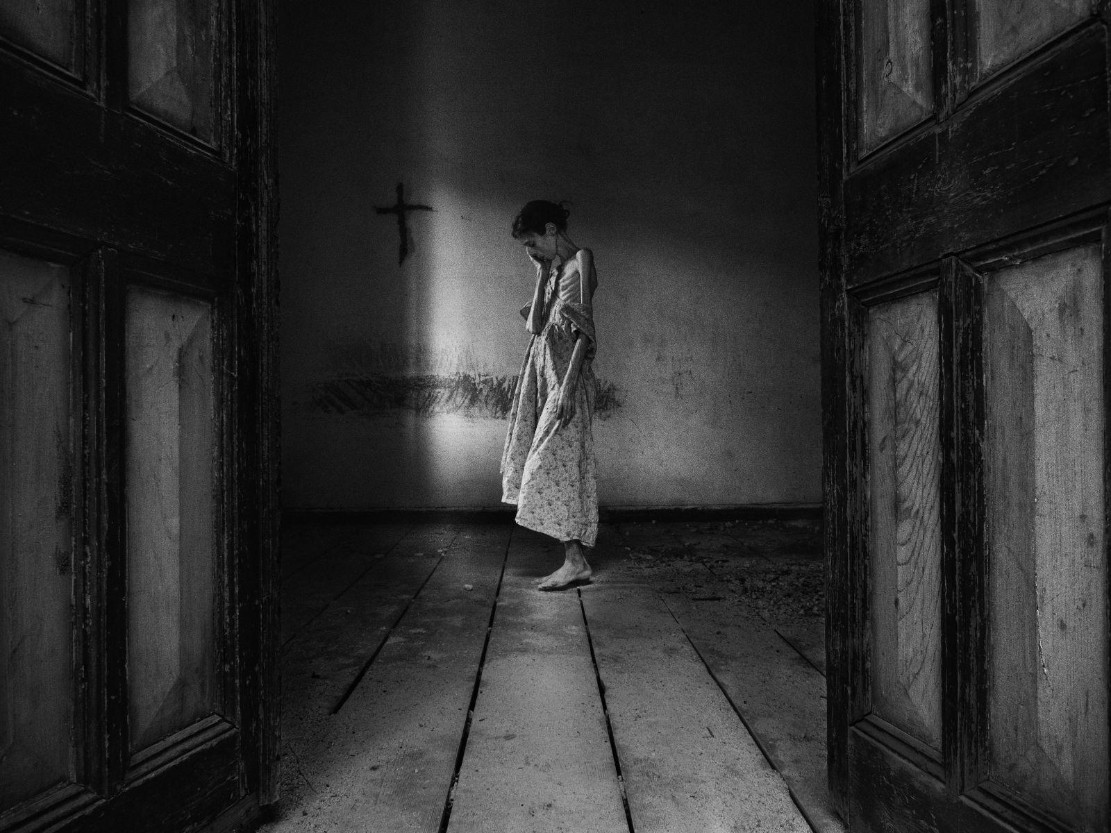 V desiatich rokoch prestala jesť. Aj napriek 23 rokom s anorexiou očarila svet svojimi fotografiami