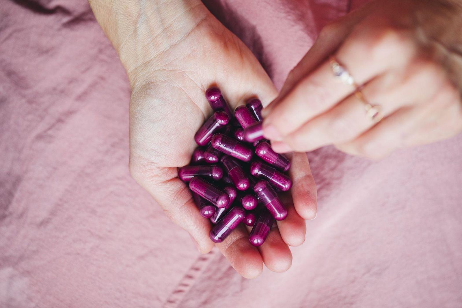 Kapsule Puori V sú zafarbené koncentrátom z fialovej mrkvy