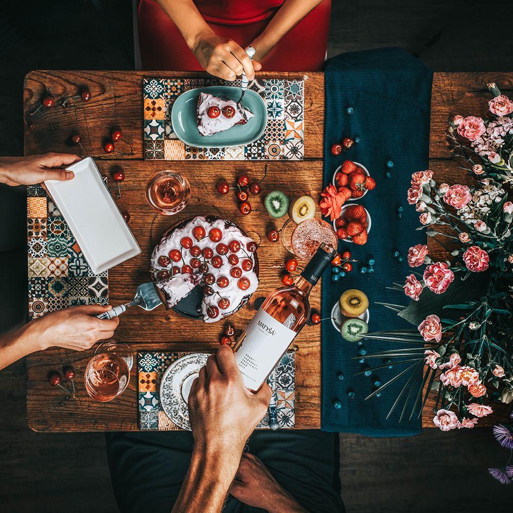 Zabudni na párovanie vína s jedlom. Poradíme ti aké víno vybrať na rande alebo návštevu svokrovcov