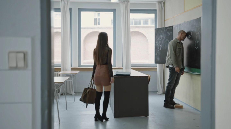Kvôli zamilovanej študentke profesor čelí doživotnému zákazu učenia. Ukáže sa jeho nevina?