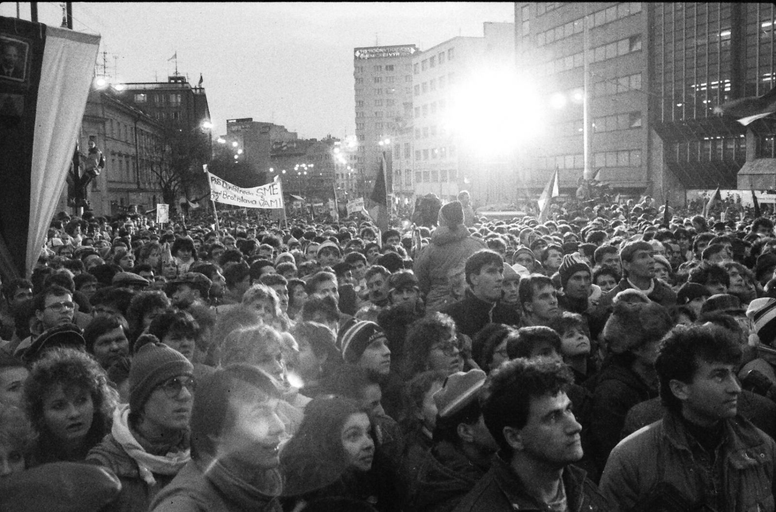Študenti položili základ úspechu revolúcie. Ako vnímali banky počas novembra '89 ľudia z prvej línie?