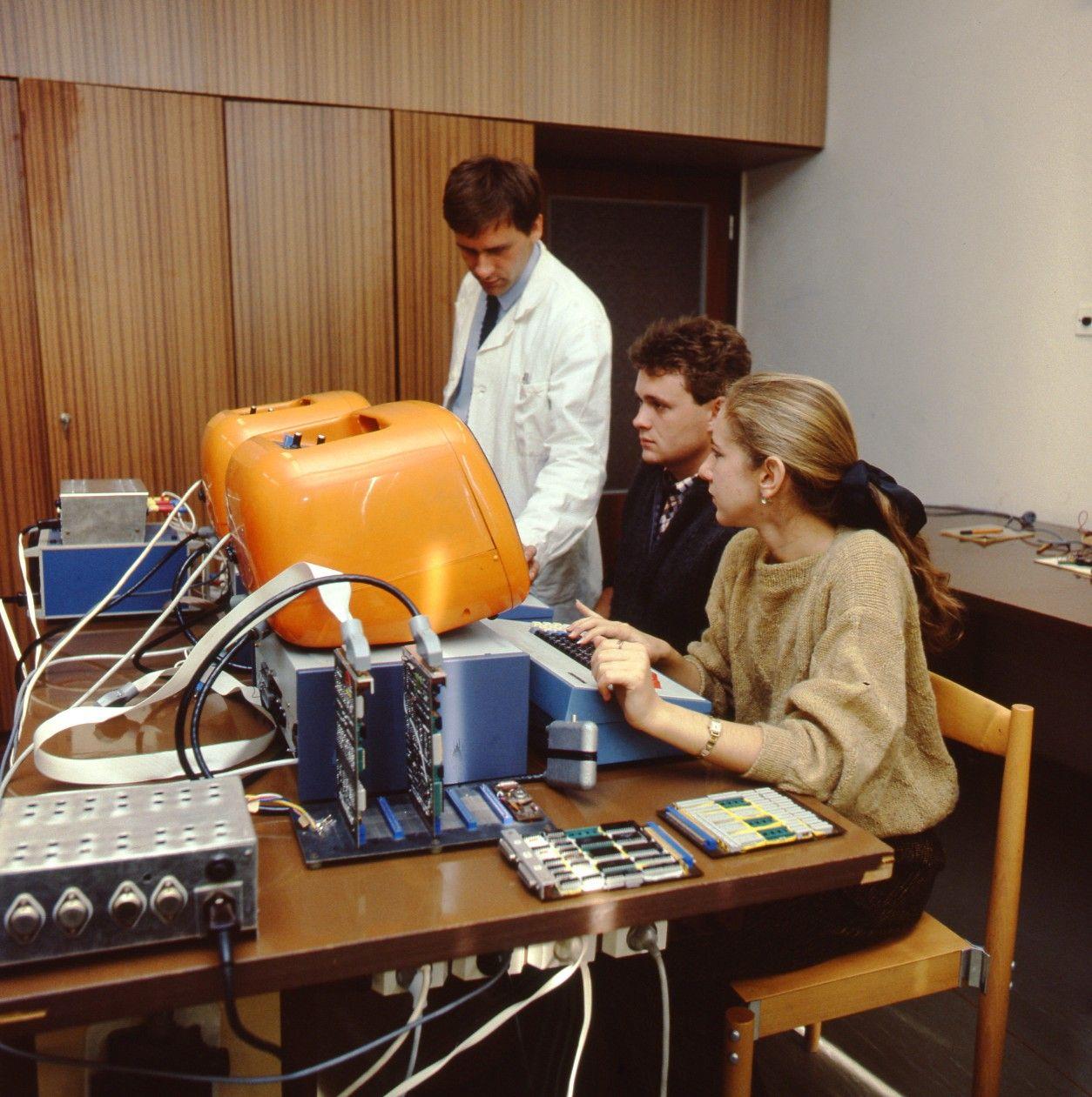 Vysokoškoláci na vyučovaní (1987)