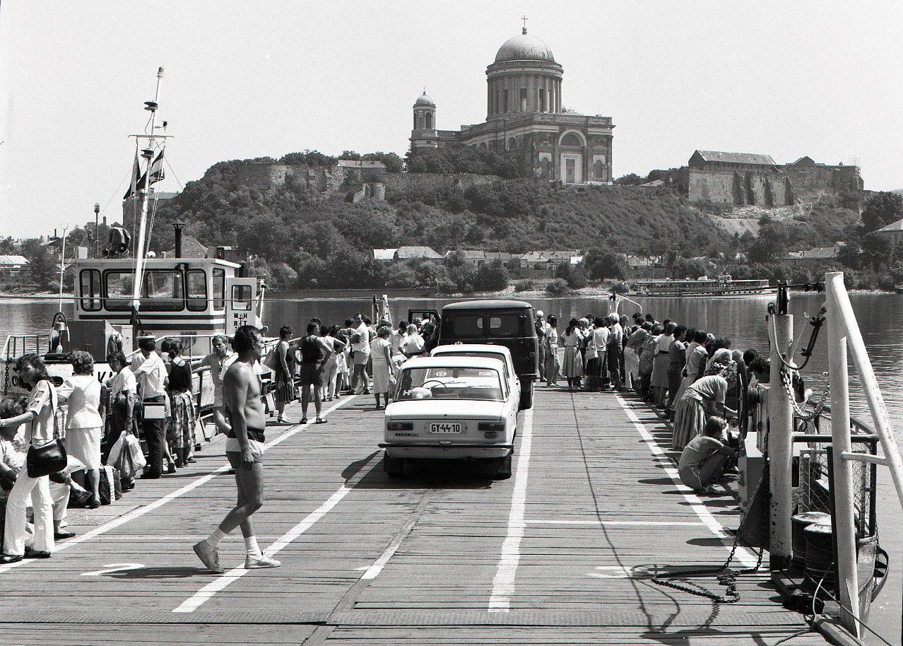 Kompa na hraničnom priechode do Ostrihomu (1988)