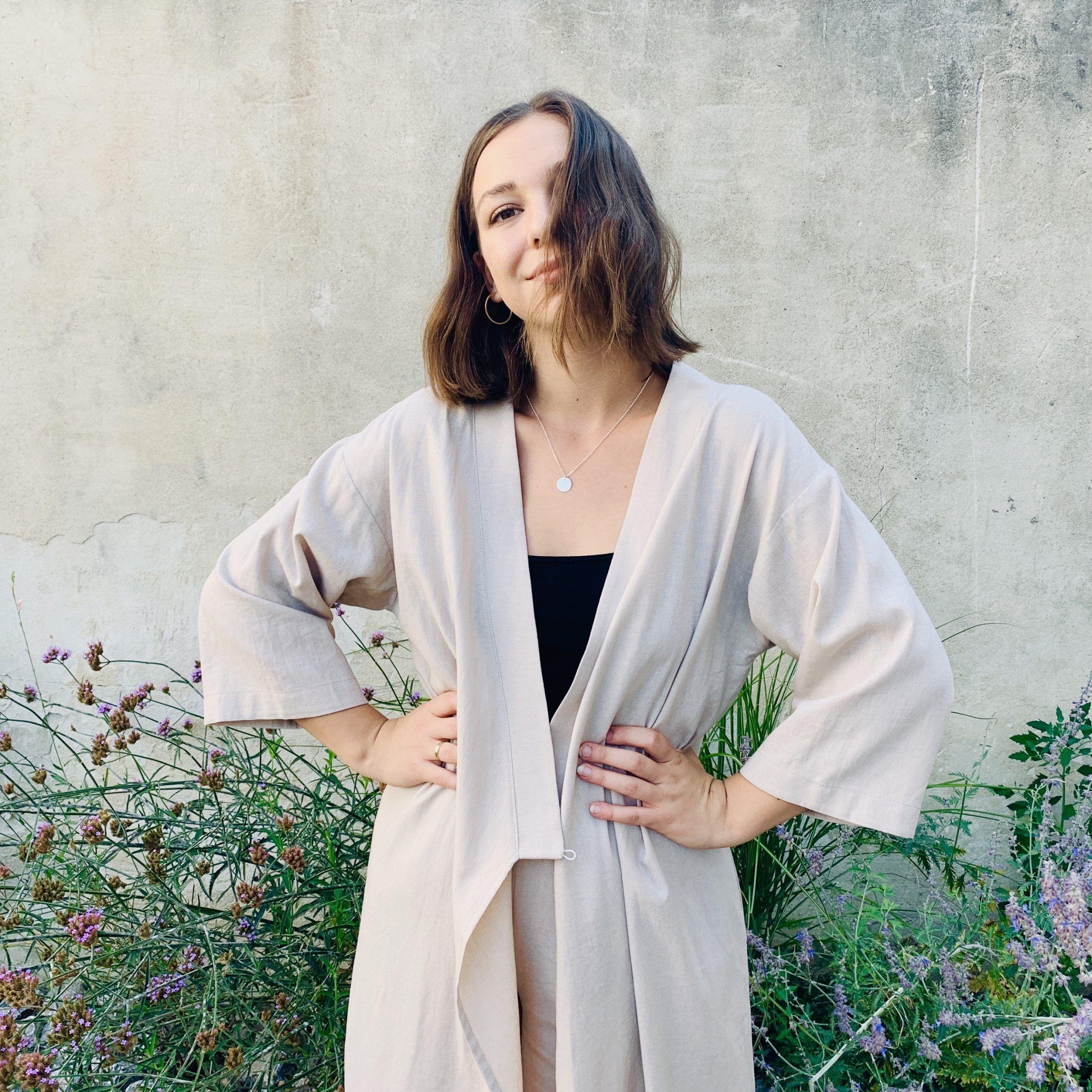 Zaväzovacie šaty z upcyklovanej kolekcie Ľanovka