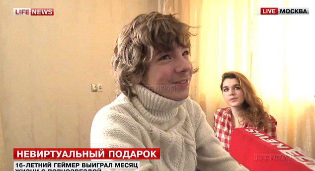 16letý Rus vyhrál měsíční pobyt na hotelu s pornohvězdou. Jeho matka zuří, ale v něm to prý vře