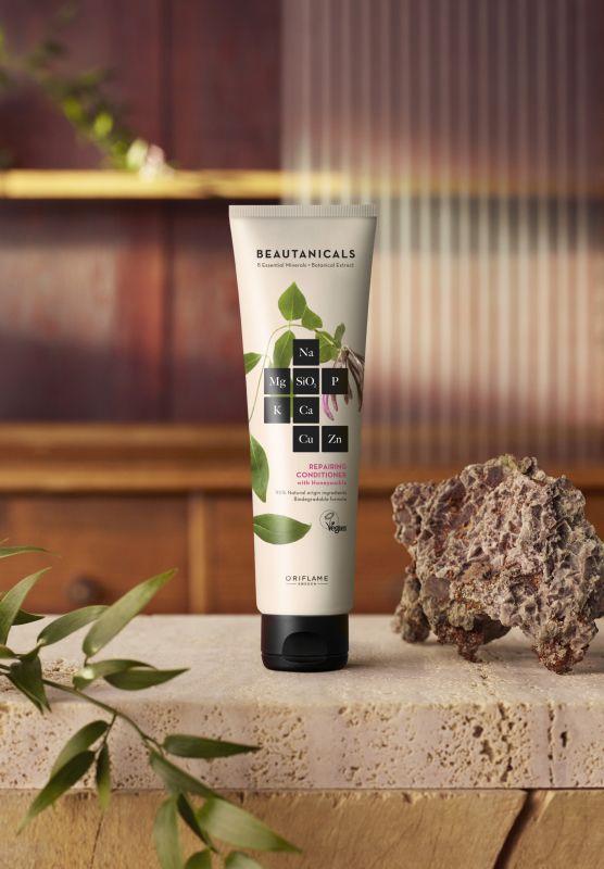 Obnovujúci kondicionér na vlasy Beautanicals, 150 ml, 10,90 eur.