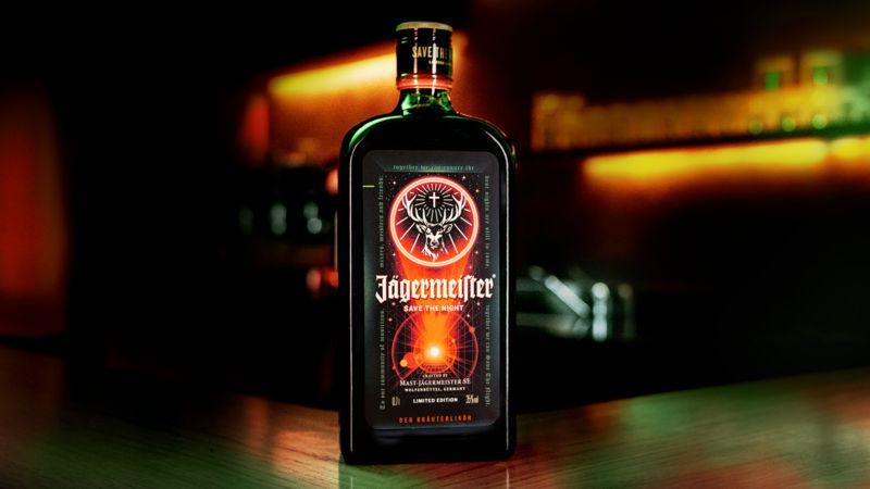 Jägermeister prináša aj na Slovensko limitovanú edíciu fľaše s unikátnym dizajnom, za ktorým stojí špičkový slovenský ilustrátor