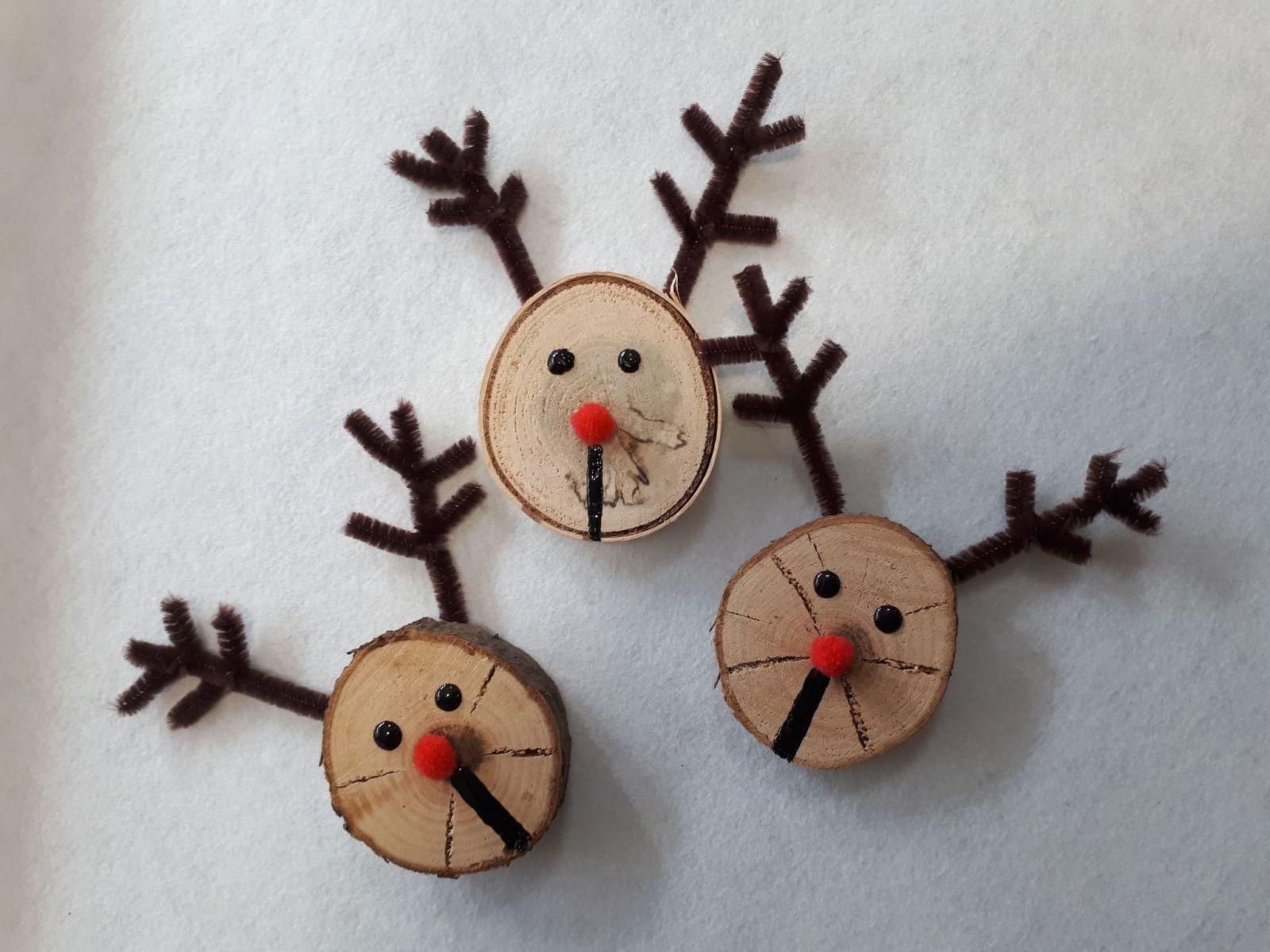 Tieto vianočné dekorácie si zvládneš doma vyrobiť aj ty v priebehu pár minút. Skúsiš to?