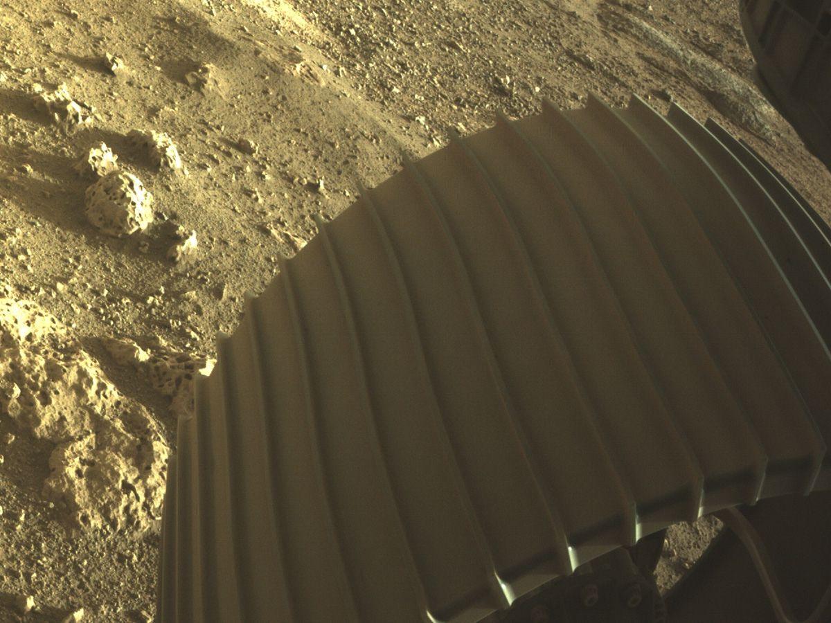 NASA zverejnila nové fotky Marsu. Nasnímalo ich robotické vozidlo Perseverance