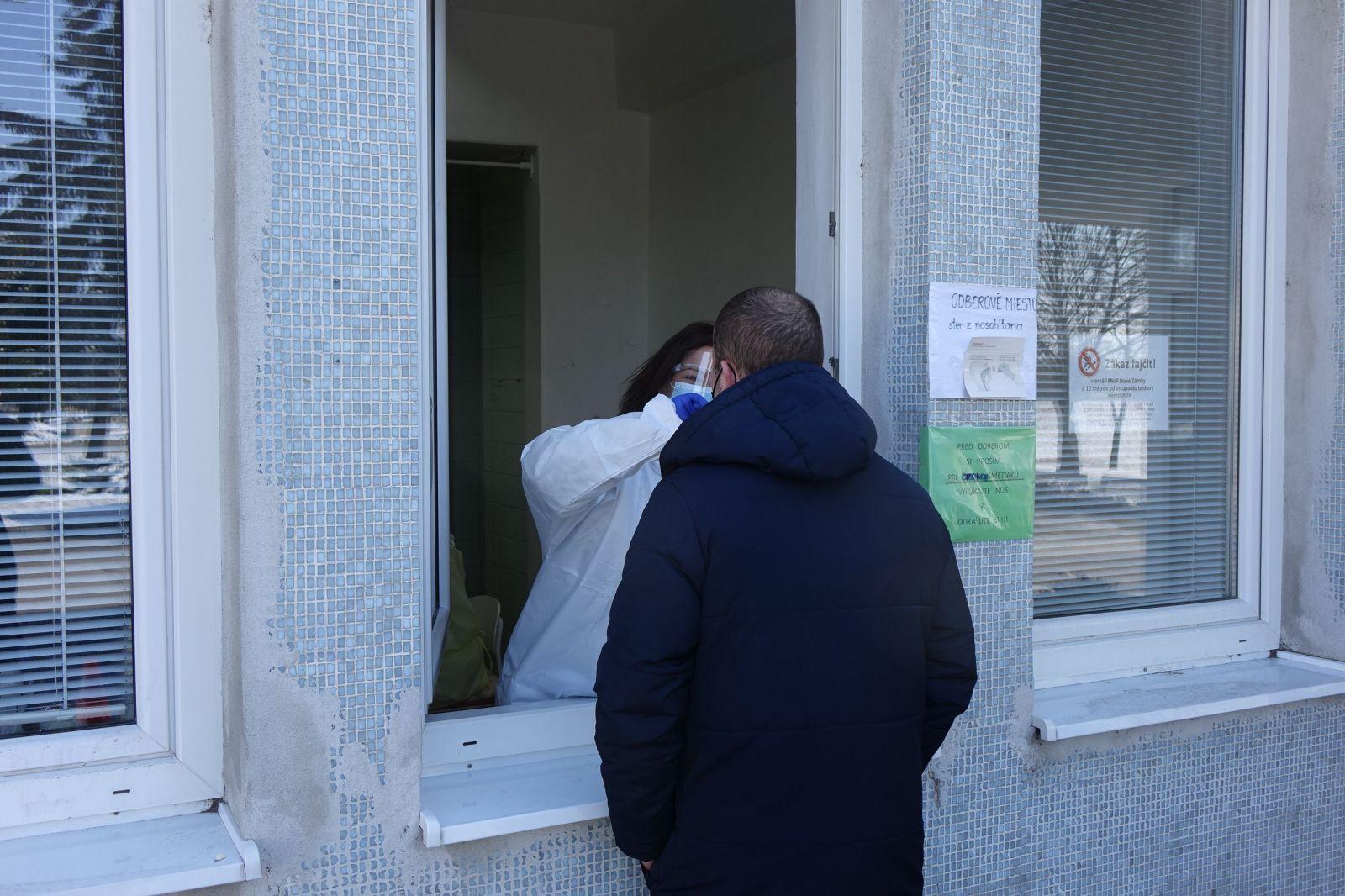 Pred vstupom do nemocnice nás museli otestovať.