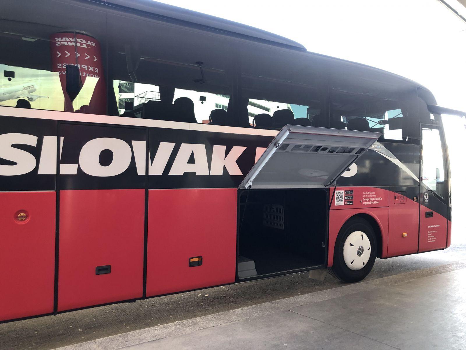 Boli sme sa pozrieť, či Slováci cestujú na exotické dovolenky z Viedenského letiska. Na prekvapenie sme tam zbadali Majk Spirita