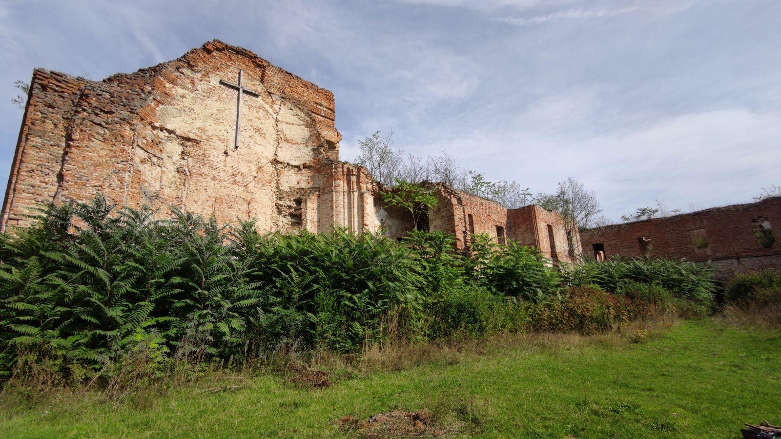Mariánska Čelaď je považovaná za najstrašidelnejšie mesto na Slovensku: Vybrali sme sa do ruín opusteného kláštora uprostred noci.