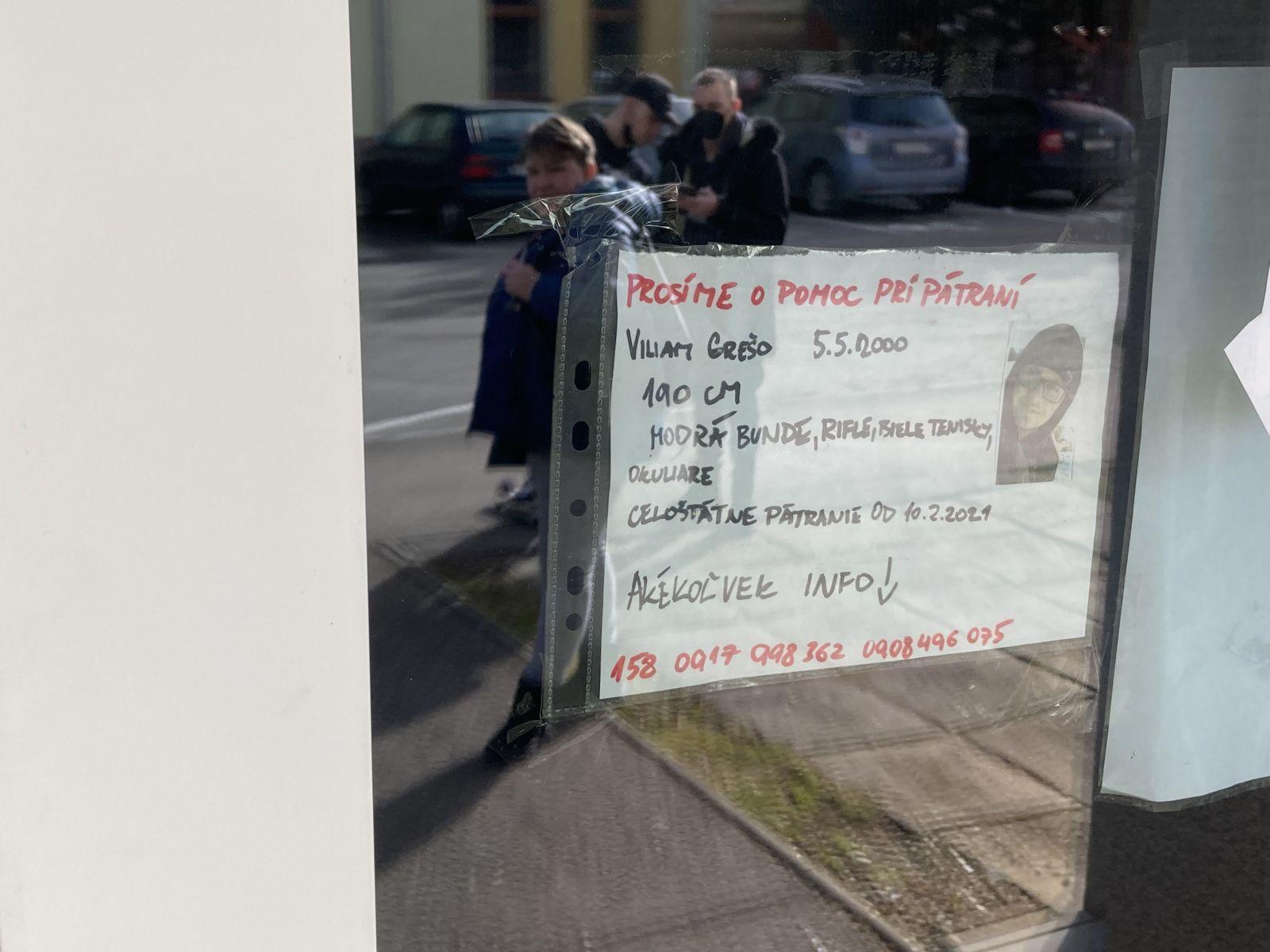 Rozvešané plagáty na pomoc pri hľadaní Viliama.