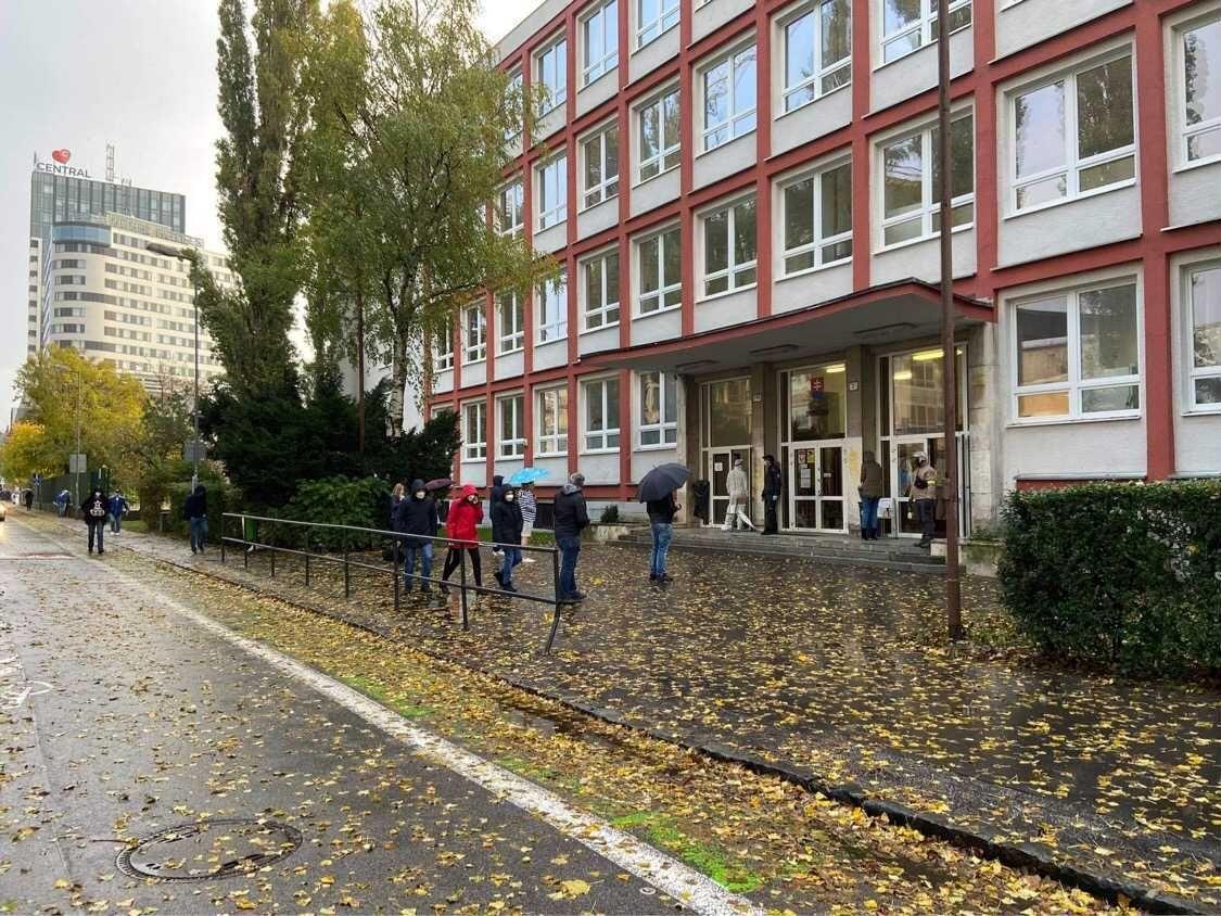 KORONA ONLINE: Slovensko dnes čaká najťažšia skúška v histórii: Sledujeme priebeh celoplošného testovania