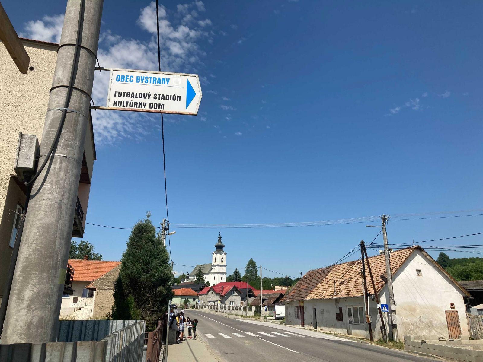 Boli sme sa pozrieť, ako prebieha očkovanie rómskych komunít. V Bystranoch mali domáci na vakcínu jasný názor.