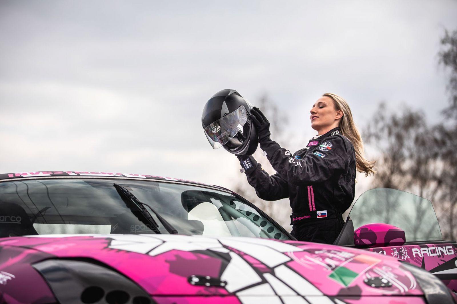 Slovenská drifterka Nina Zagoždžon: Keď počujem slovo 'infuencing', tak ma z neho napína (Rozhovor)