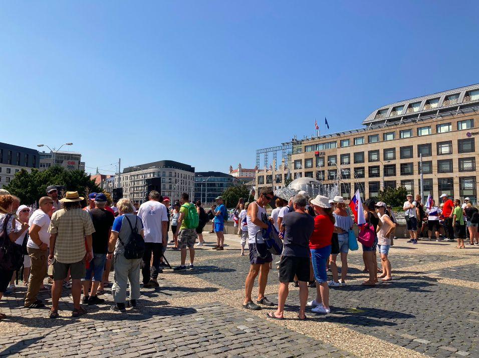 Policajt, ktorý nerozozná turistu od demonštranta je nedôstojný, niektorí príslušníci môžu sympatizovať s demonštrantmi (Reportáž)