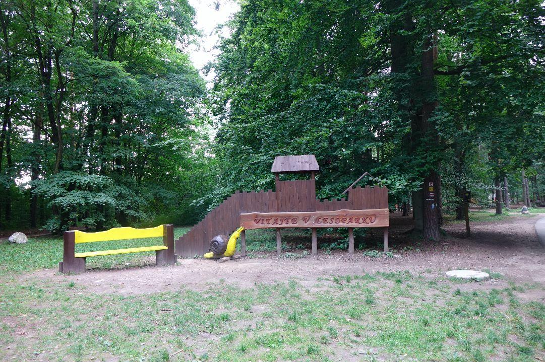 V lesoparku Brezina v Trenčíne gestapo brutálne zavraždilo 69 ľudí. My sme tu strávili takmer celú noc (Reportáž).