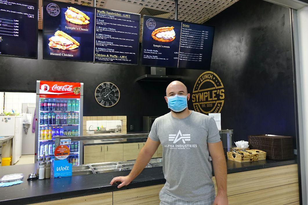 Okoštovali sme sladkú vafľu so slaným kuracím mäsom a slaninou: Nitriansky fast food priniesol na Slovensko americké chute