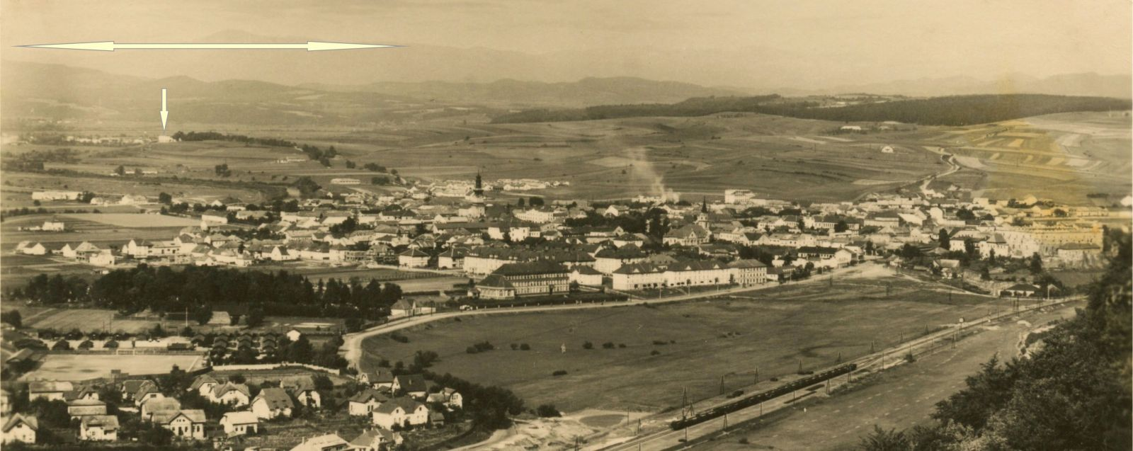 Miesto, kde sa nachádza Borová hora vyznačené na fotografii Zvolena šípkami.