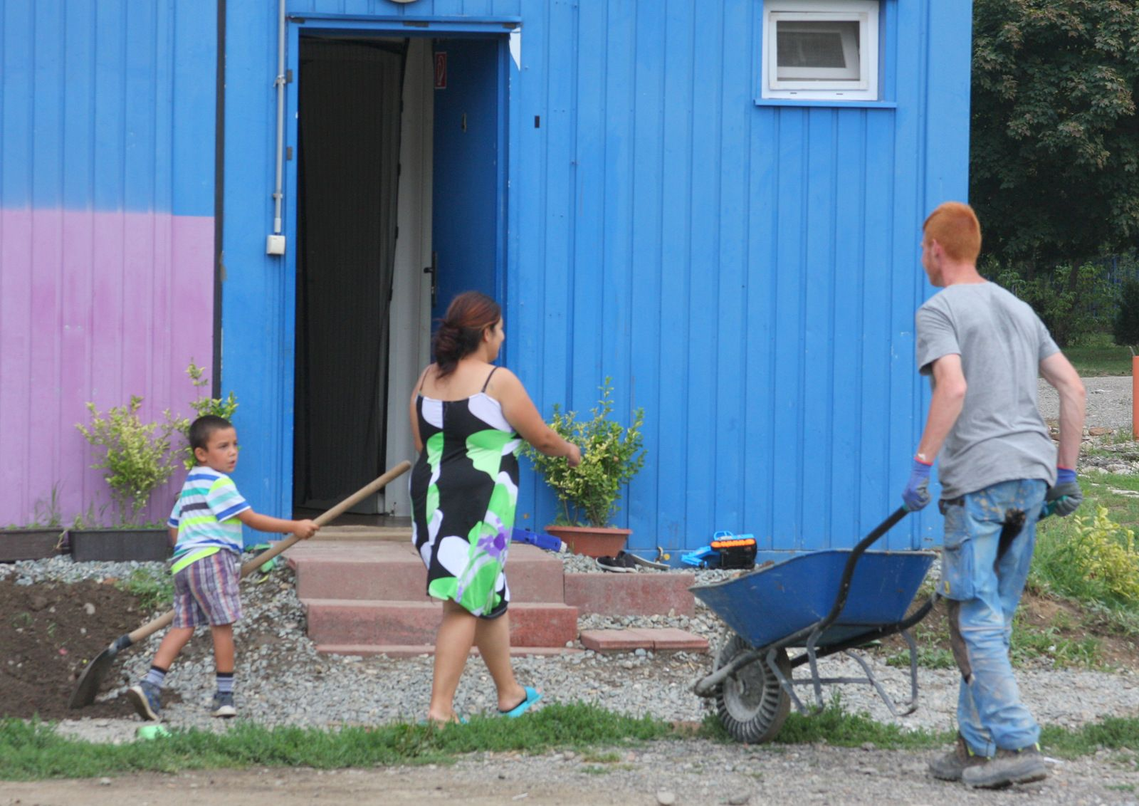 V unimobunke žije štvorčlenná rómska rodina. V novembri sa im narodí dcéra.