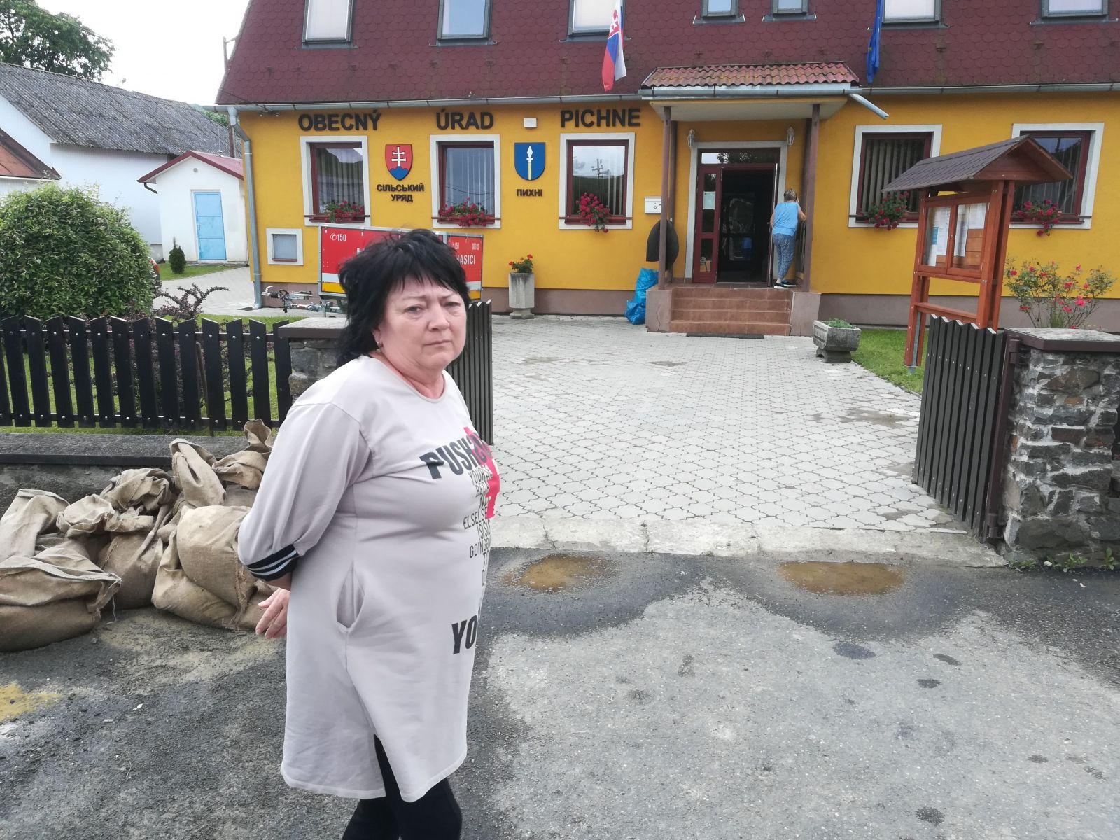 Zamestnankyňa obce Viera Šubová. Jej dom zaplavilo. Voda sa valila odvšadiaľ, hovorí.