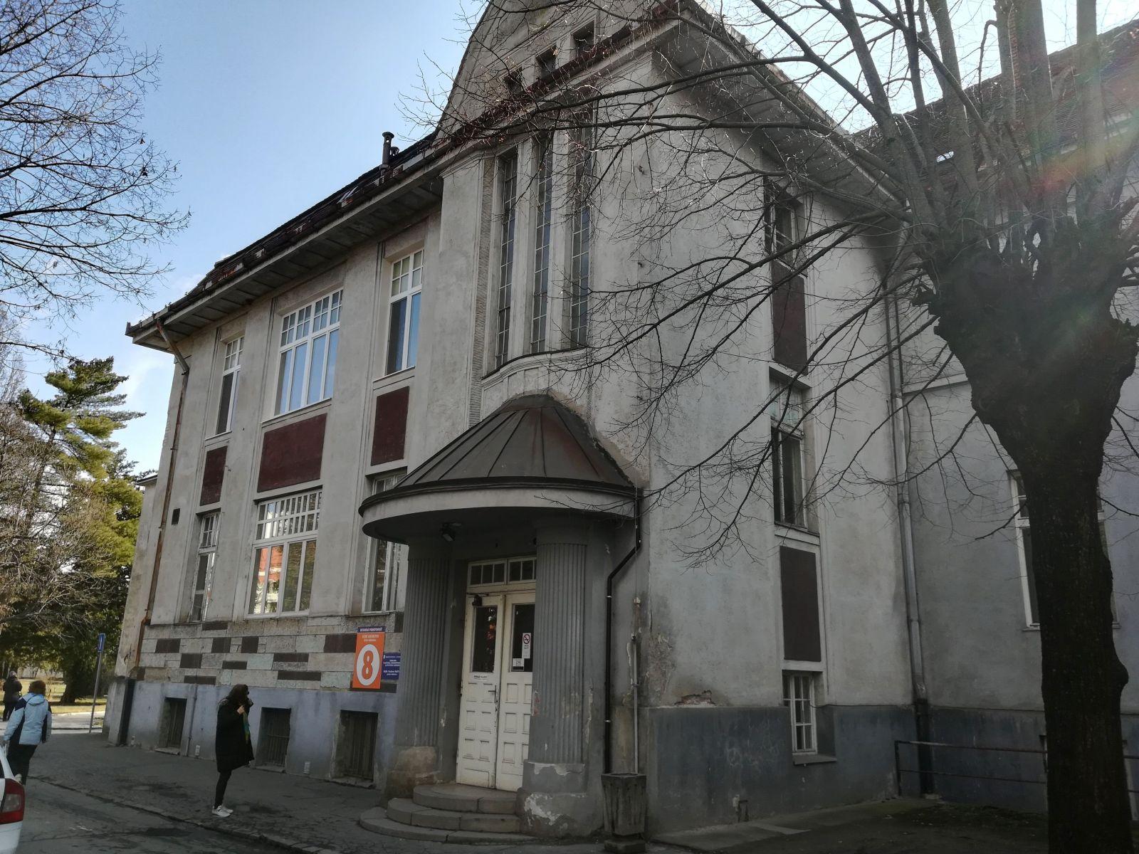 Dnešné Oddelenie (predtým klinika) rekonštrukčnej, plastickej a estetickej chirurgie UNLP v Košiciach.
