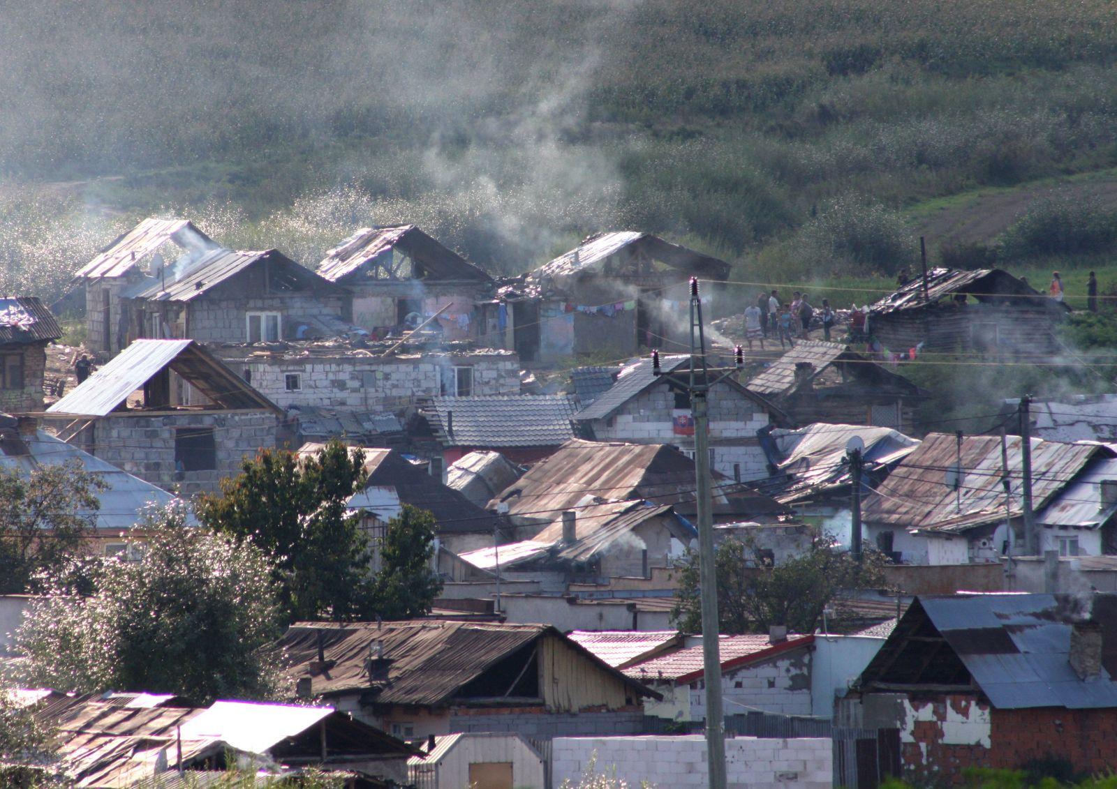 Nazreli sme do rómskych domov a boli sme prekvapení. Našli sme veselé interiéry, slušné bývanie, chuť stavať a pracovať