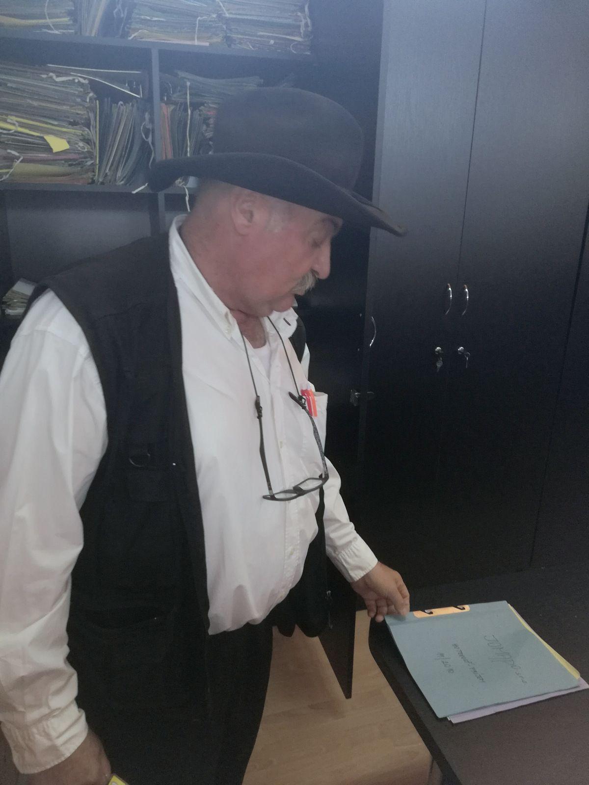 Z tejto skrine zobrala polícia v 1. marca 2011 bez súpisu a zaevidovania všetky naše účtovné doklady.