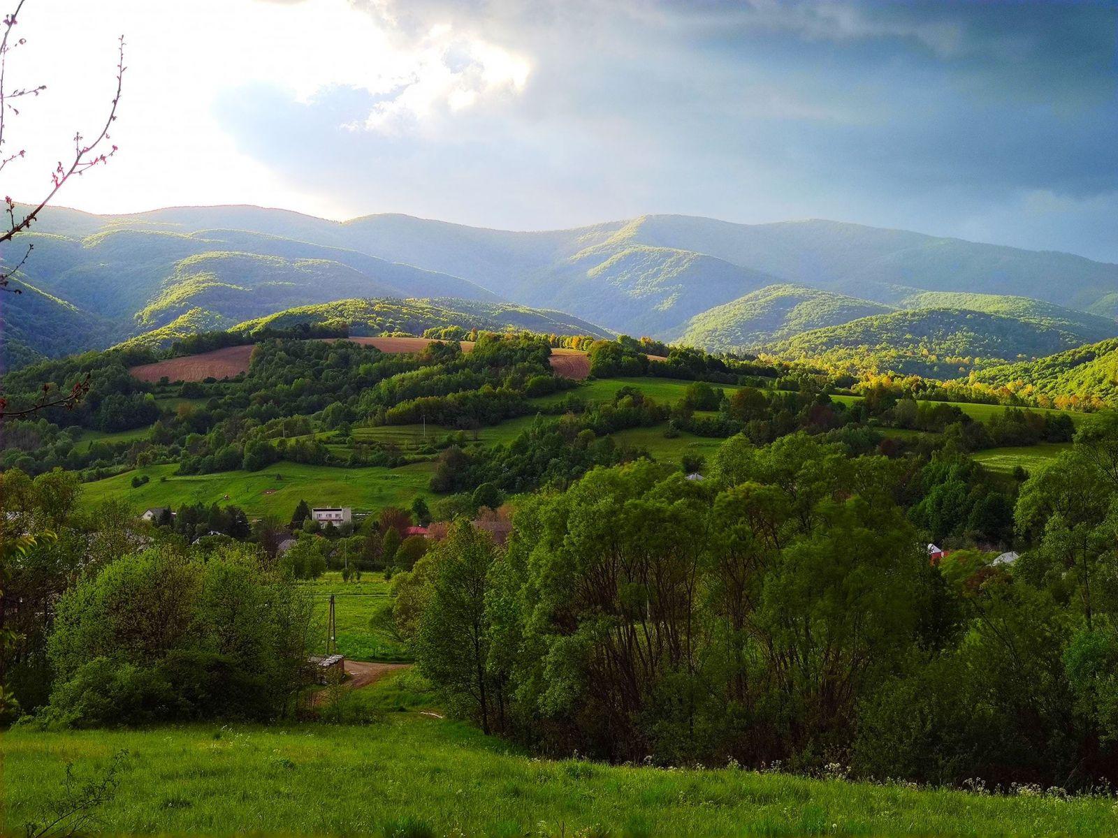 Národný park Poloniny na severovýchode Slovenska susedí s poľskými Bieszczadami aj ukrajinskými Karpatami.