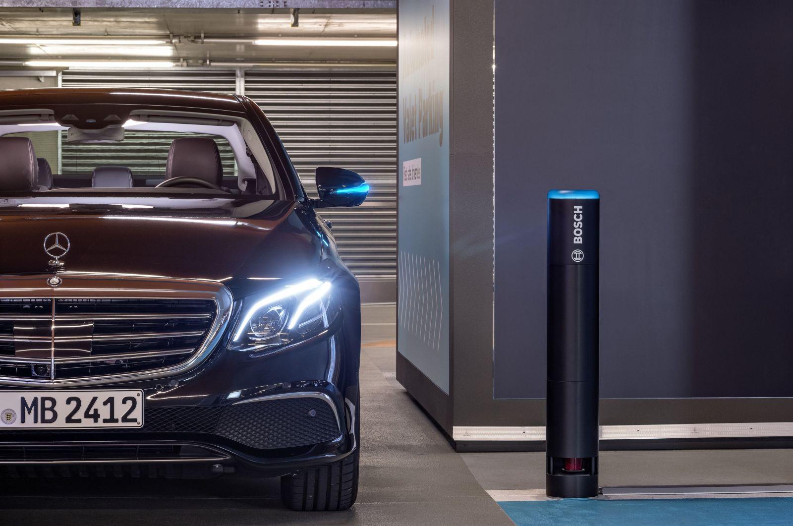 Parkovanie ako v bondovke? Vďaka prvej úradne povolenej plne automatizovanej funkcii áno