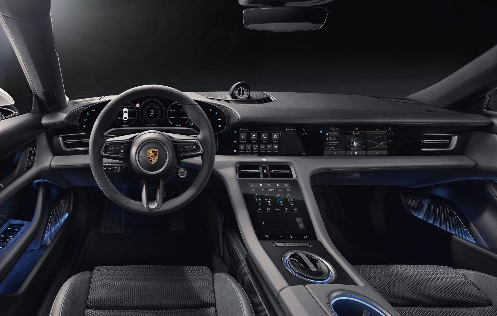Prvé elektrické Porsche odhaľuje revolučný kokpit, ktorý tvorí až štvorica obrovských displejov