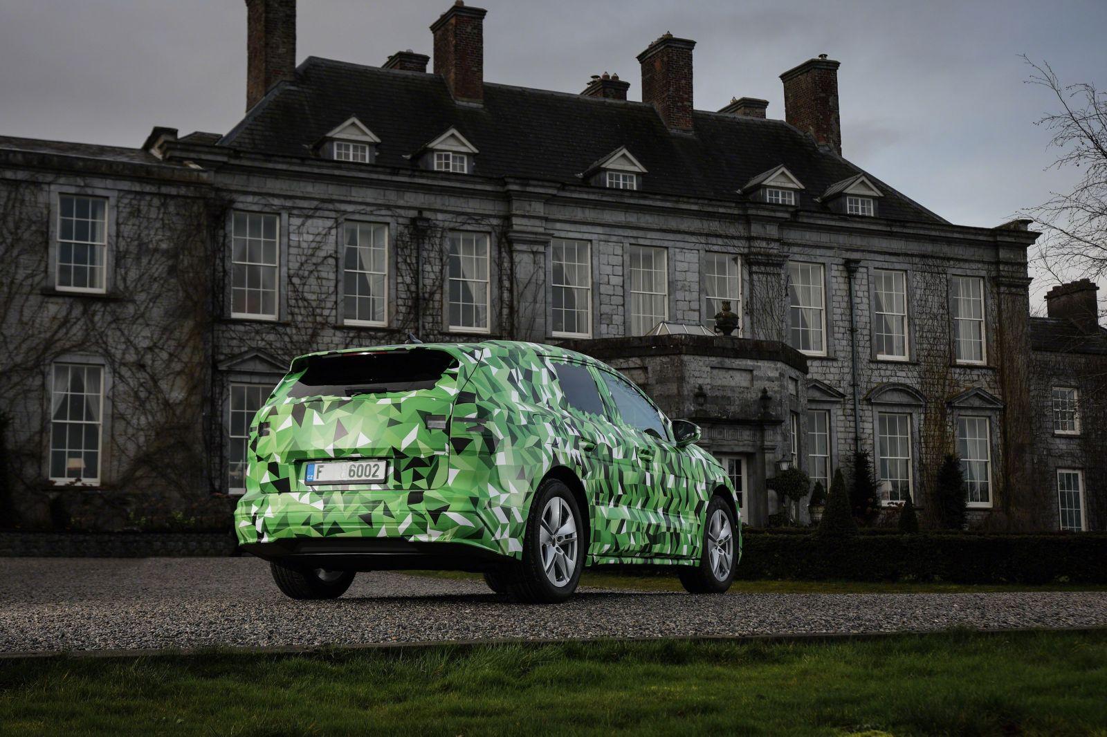 Škoda poodhaľuje svoj elektromobil. Enyaq dostane zadný pohon, vrcholom bude až 306-koňové RS