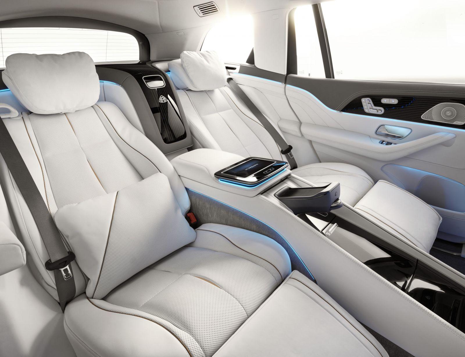 SUV ofenzíva Mercedesu vrcholí 634-koňovým AMG a ultra-luxusným Maybachom