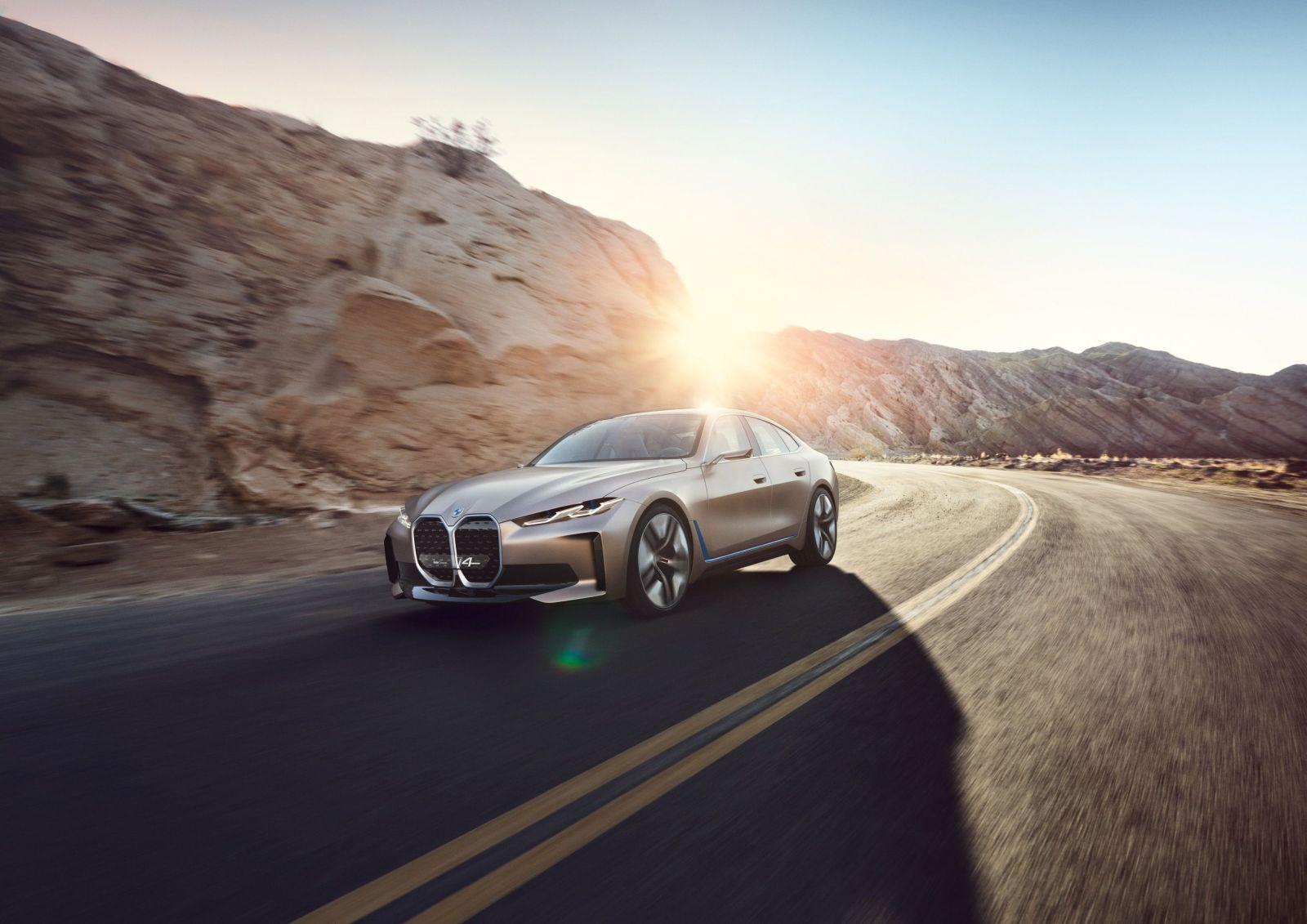 BMW štúdiou i4 ukazuje nielen nové logo, ale i elektromobil s dojazdom až 600 kilometrov