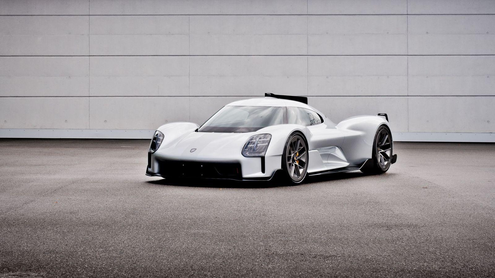 Porsche odhalilo svoje utajené projekty. V pláne bolo rodinné MPV, cestný špeciál aj 2-valcový športiak