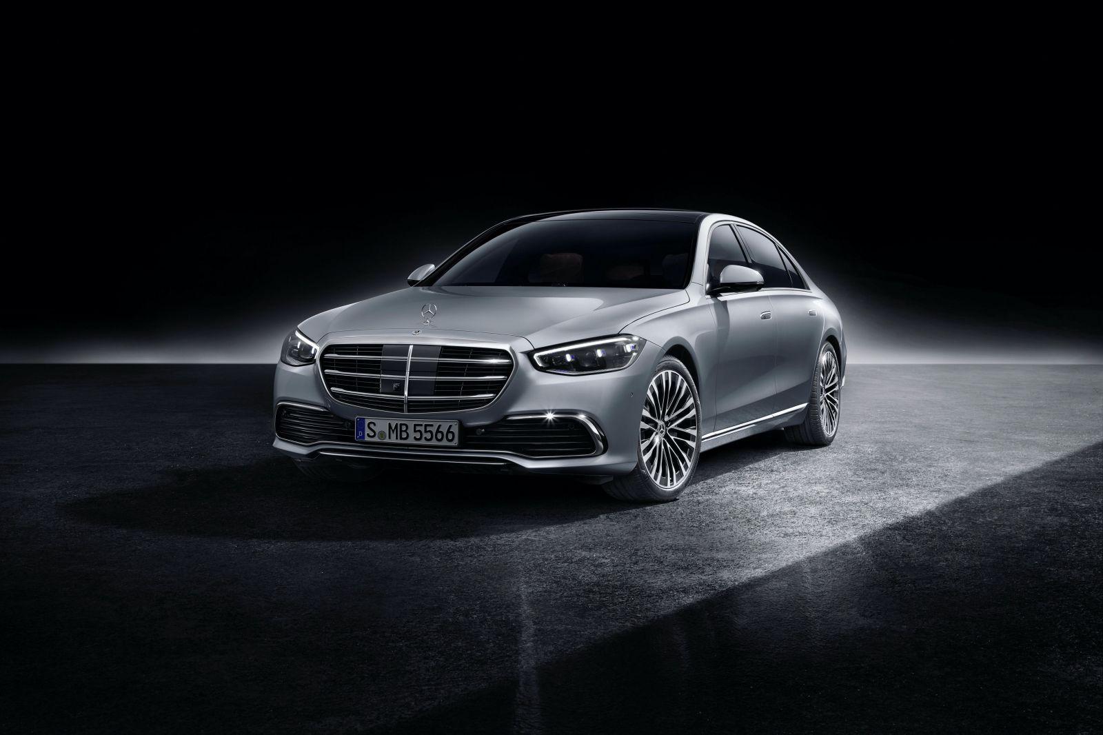 S-kový Mercedes-Benz s plejádou revolučných vychytávok posúva latku opäť vyššie a definuje nové štandardy