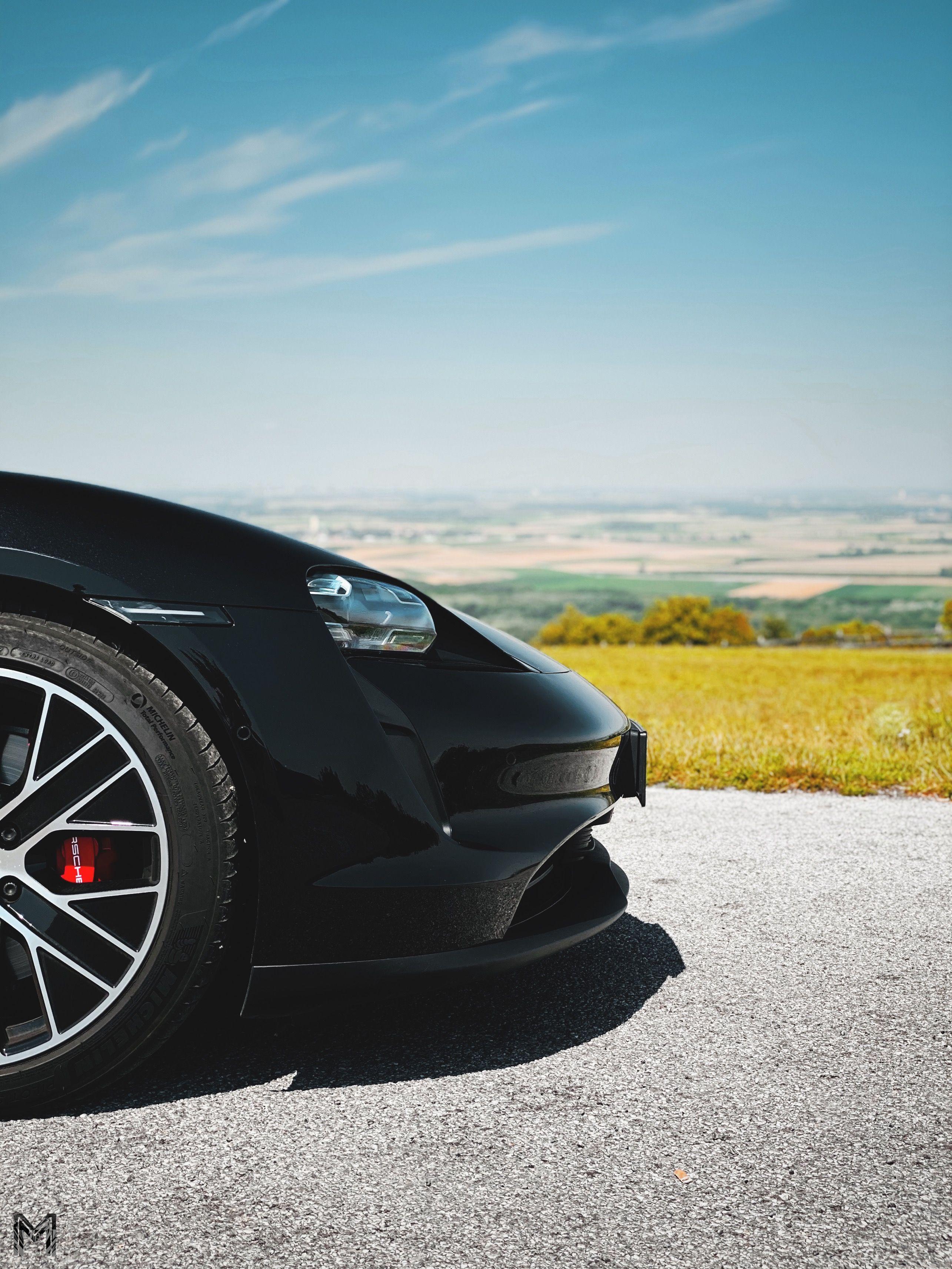 Vyskúšali sme úžasný Taycan, ktorým Porsche dokazuje, že aj elektromobil môže byť naozaj športový