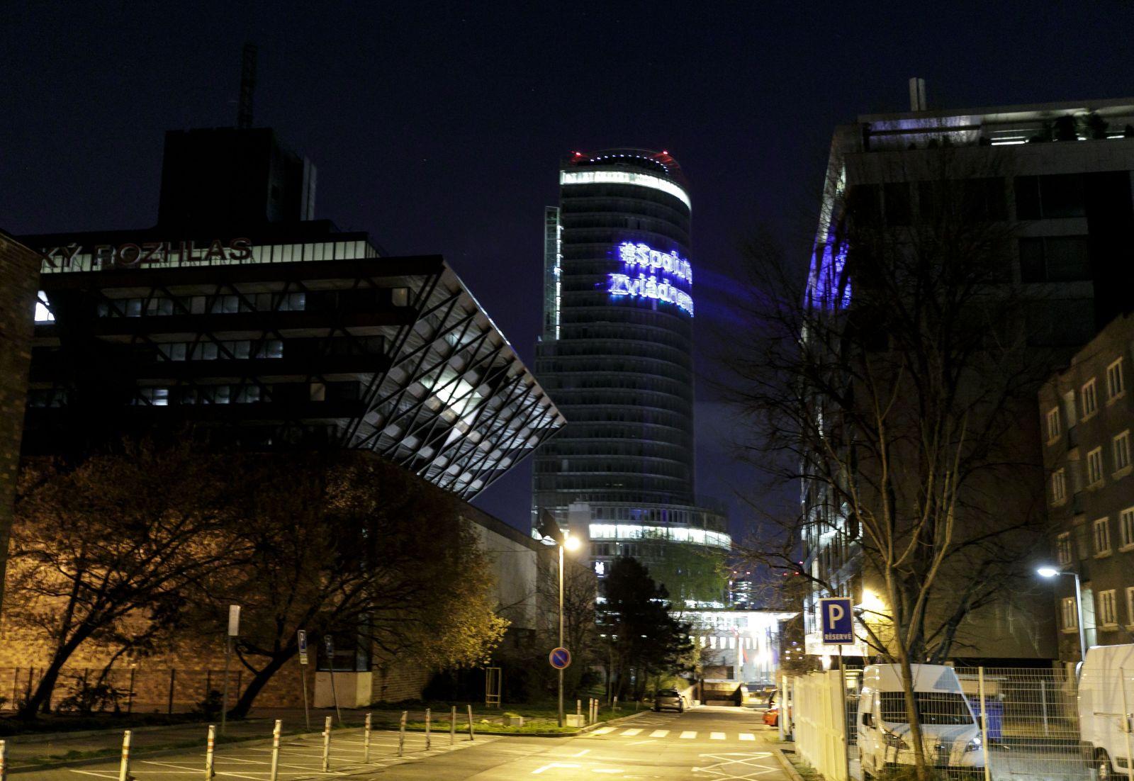 KORONA NAŽIVO: Slovensko má potvrdené prvé dve obete nového koronavírusu. Včera pozitívne testovali ďalších 49 ľudí