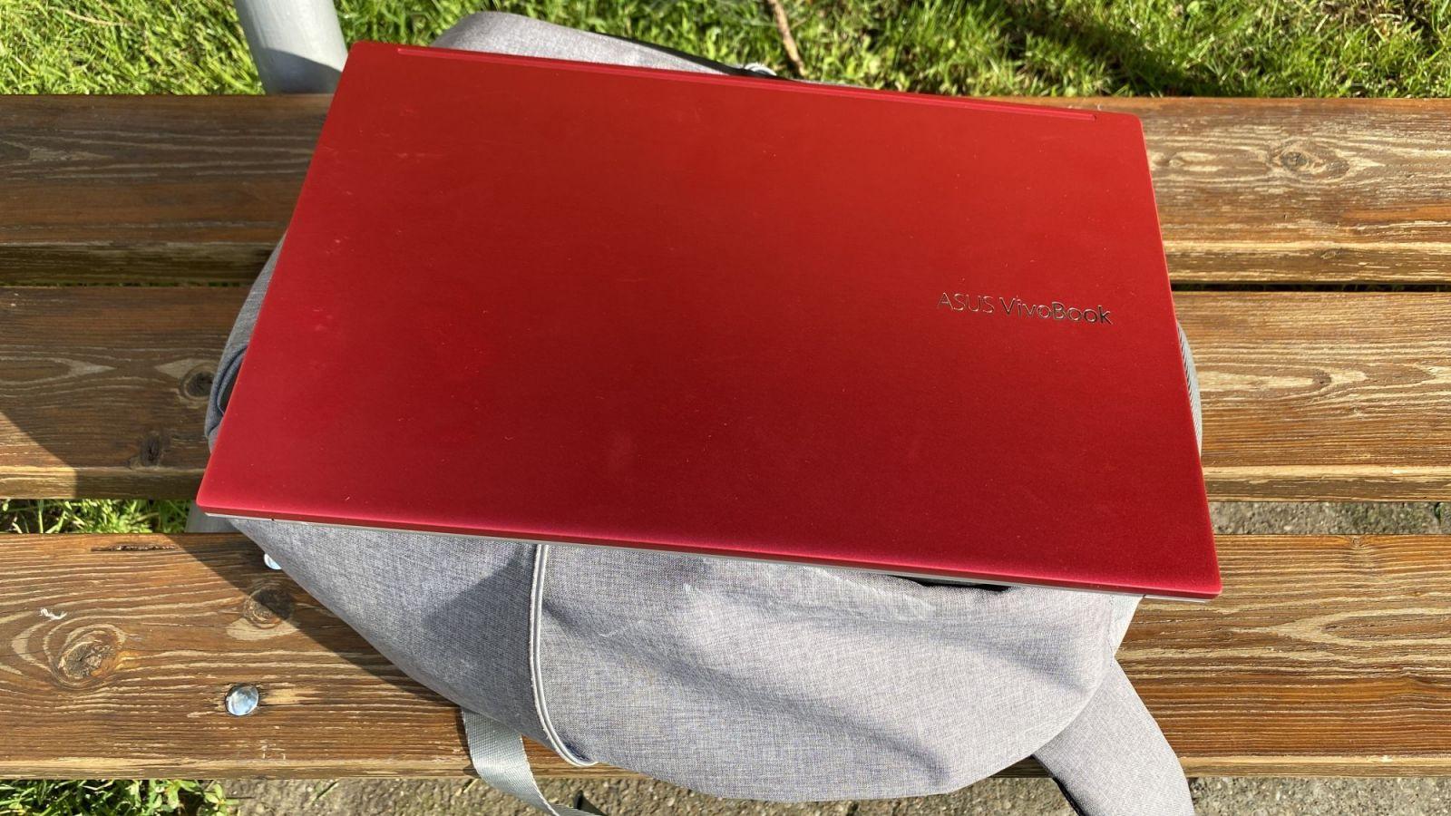 Asus VivoBook S15 - je to ten najlepší počítač na bežnú kancelársku prácu? (Recenzia)