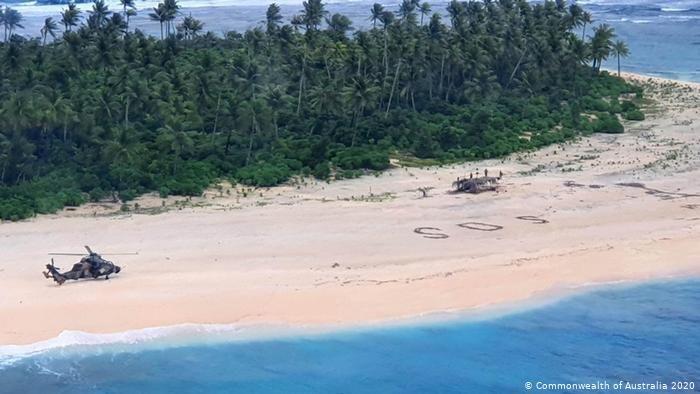 Stroskotanci v Mikronézii sa zachránili ťahom ako z filmu. Na pláži vytvorili veľký nápis SOS