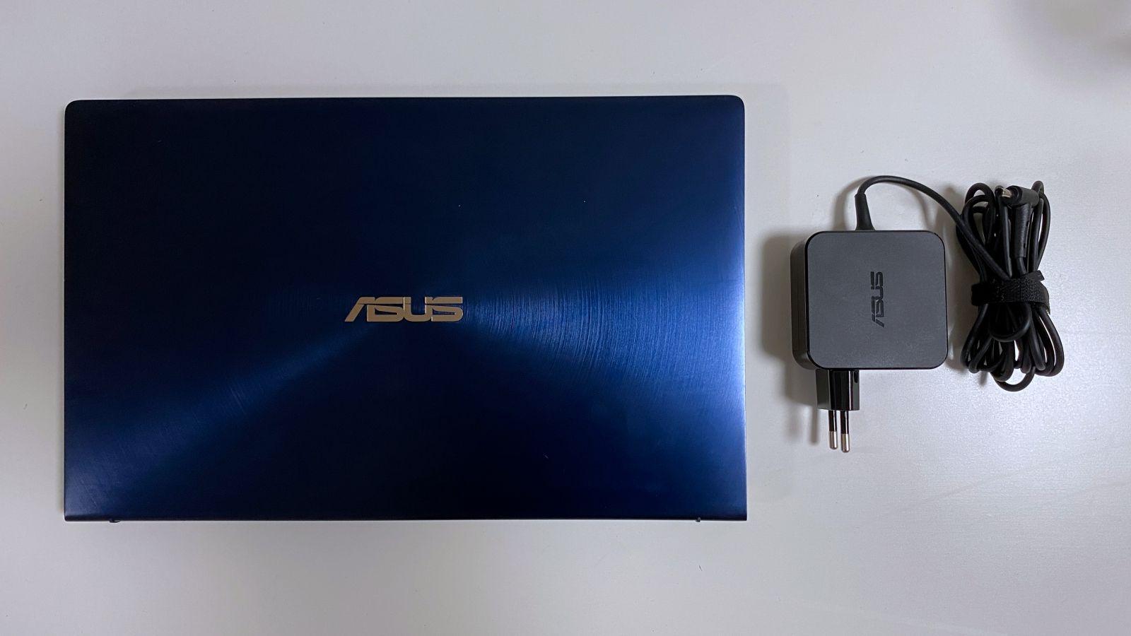 ASUS ZenBook 14 - počítač pre študenta aj každodenný pracovný nástroj. V TouchPade skrýva ďalší displej