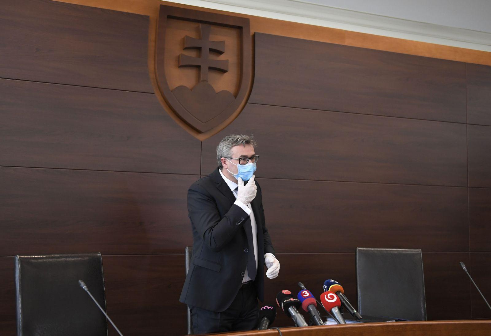 Ústavný súd povedal nie sledovaniu mobilov na Slovensku. Časti kontroverzného zákona na boj proti koronavírusu boli pozastavené