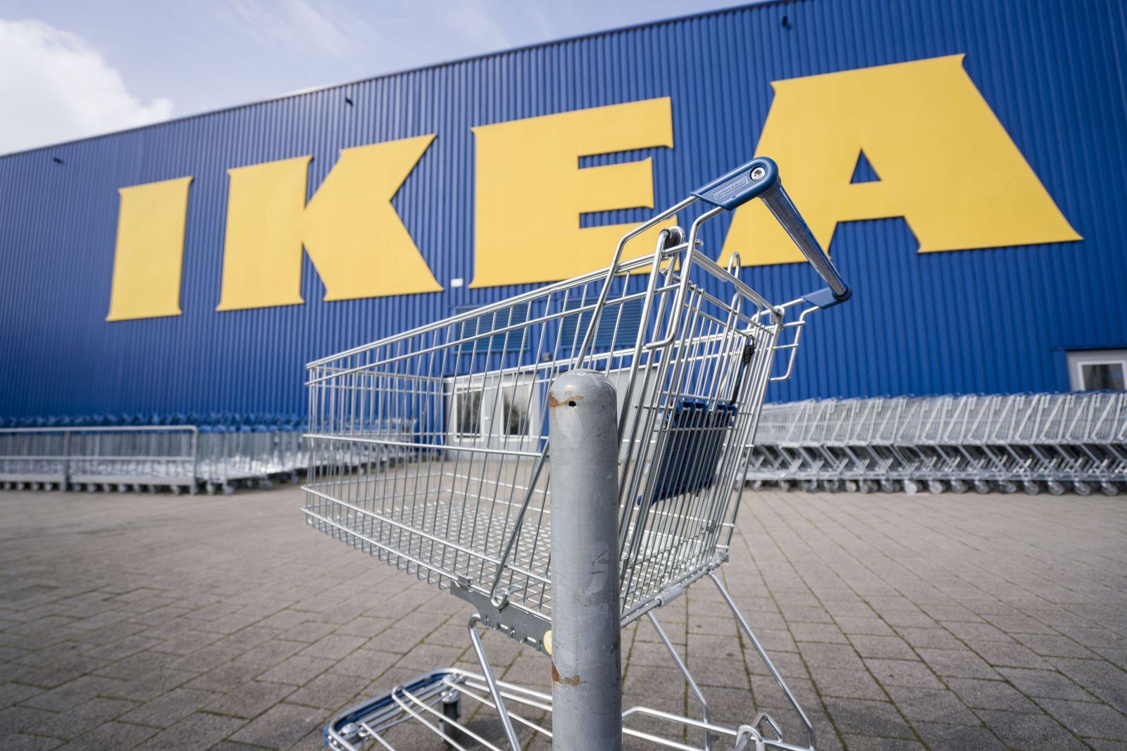Muž musel odísť z obchodného domu IKEA v Belgicku. Nakupoval s manželkou, čo počas koronavírusu nemôže