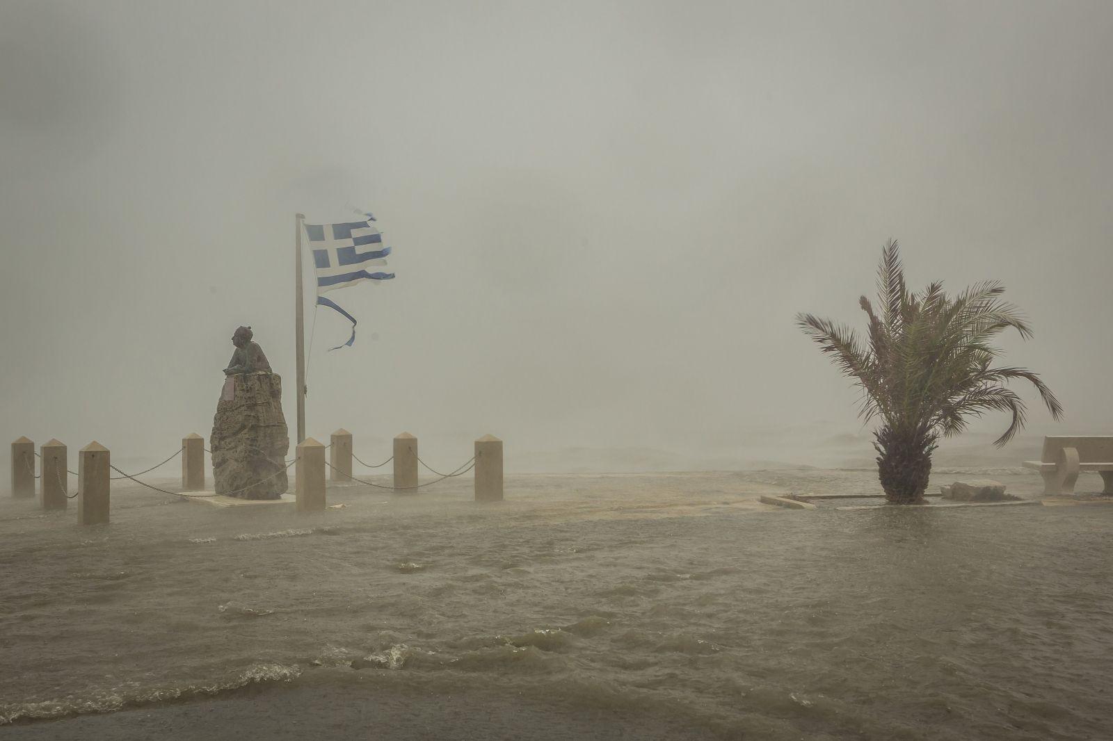 Grécko zasiahol medikán Ianos, vietor dosahoval rýchlosť až 180 km/h