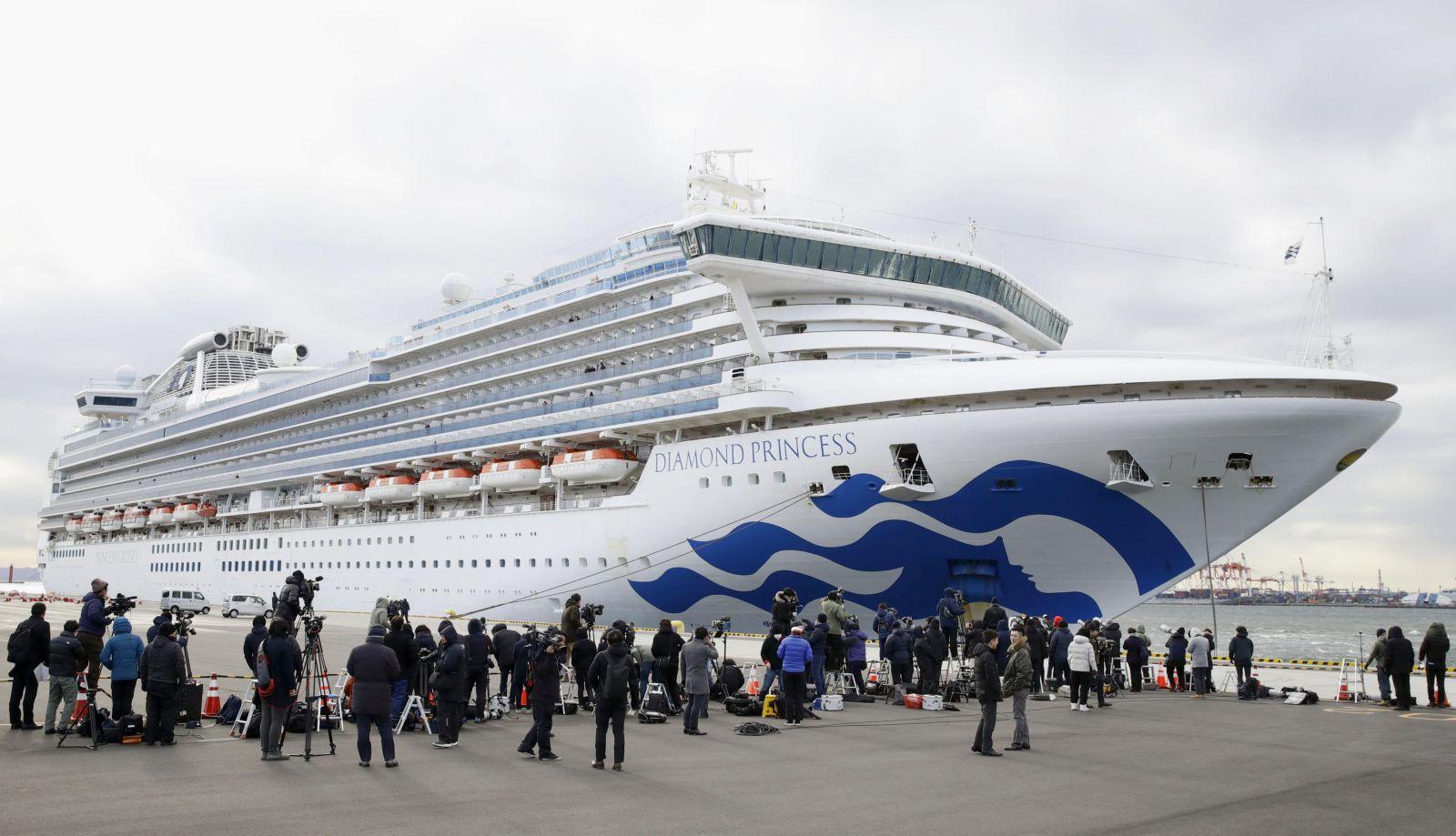 Pasažieri výletnej lode, na ktorej sa objavil koronavírus zostávajú vo svojich kajutách. Nakazených je už minimálne 20 ľudí