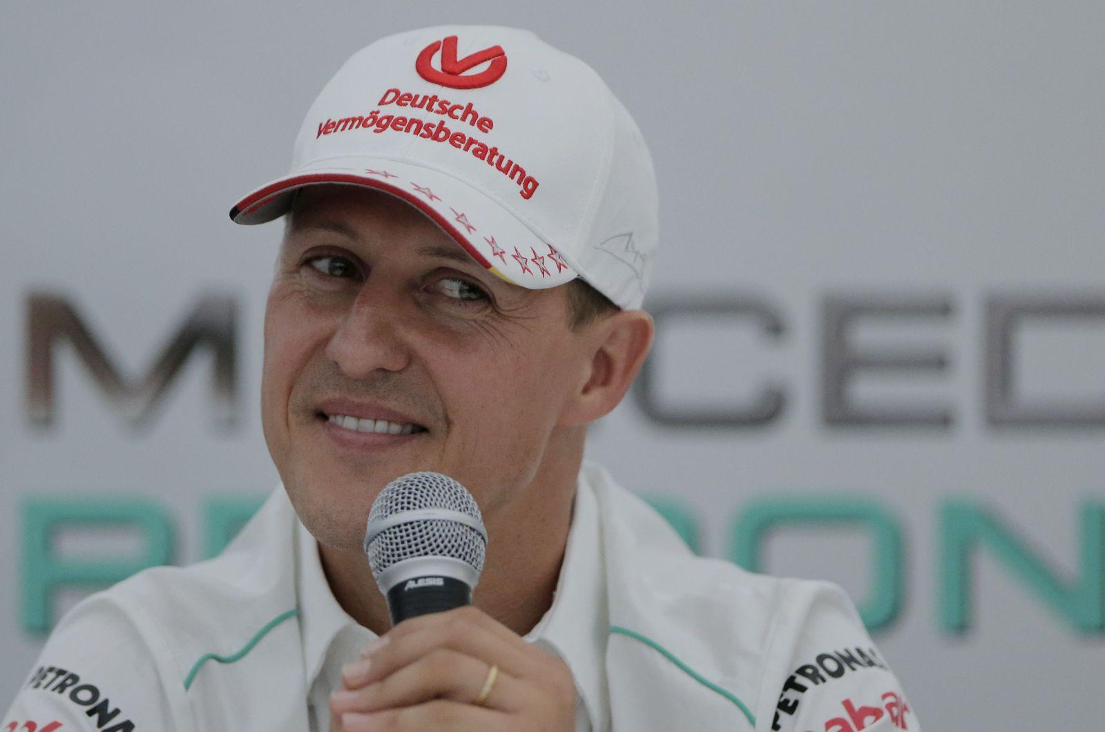 Michael Schumacher je podľa bulvárnych správ pri vedomí. Pomáhať má liečba kmeňových buniek v Paríži