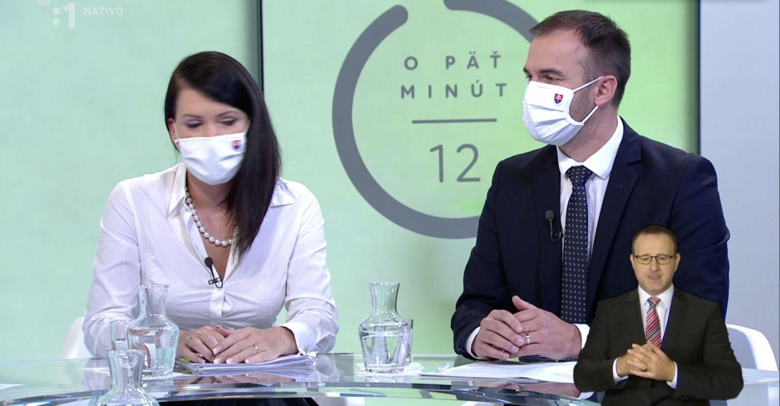 Kotleba si v O 5 minút 12 odmietol nasadiť rúško, moderátor ho z diskusie nevyhodil